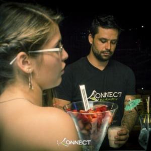 thumb_bartender_prepara_drink_saboroso.jpg