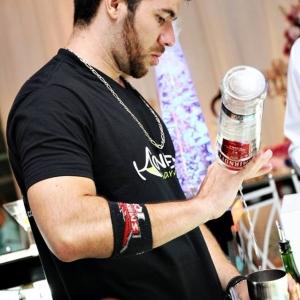 Bartender_preparando_drink