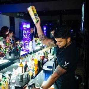 Bartender_trabalha